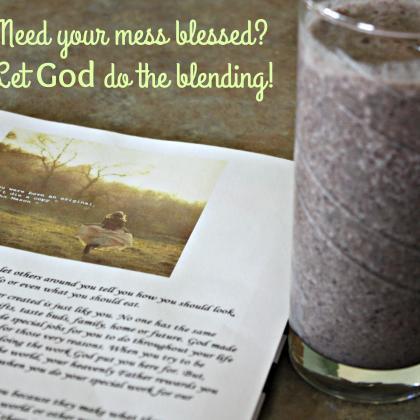 Cleansing smoothing: greens, kefir, aloe, blueberries